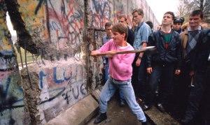 berlin-wall-tearing-down